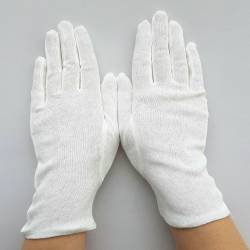 Gants blancs en coton fin.